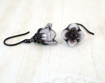 Pearly Lavender Purple Flower Earrings - Gothic Lolita Jewelry - Black Metal Casual Jewelry - Gift for Her