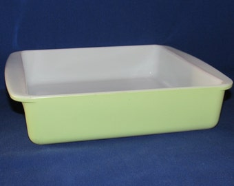 PYREX BAKING DISH 222 Lime Green 8 Inch Square Brownies