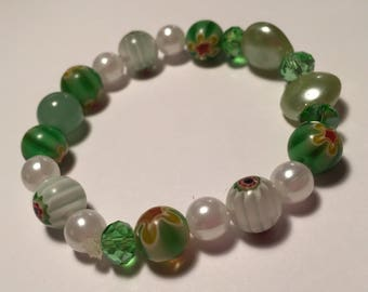 Clover & Pearl Green White Acrylic Faux Pearl Jade Stretch Bead Bracelet