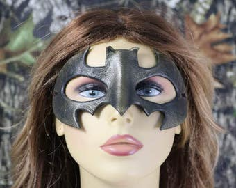 Leather batman mask in bronzy color