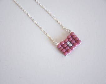 Collier chaîne pendentif tissé minimaliste vieux rose - La mallette des minettes