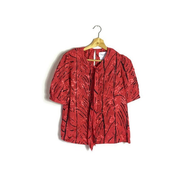 80s red and black blouse // short sleeve silky pussy bow blouse // 80s loud patterned top // vintage work wear / retro blouse with pussy bow