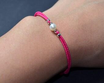 Bracelet freshwater pearl fuchsia cord