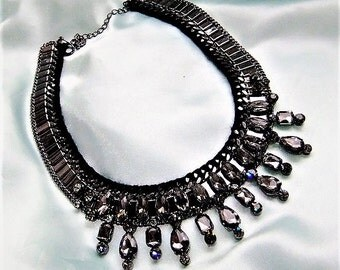 Statement necklace in black grey necklace