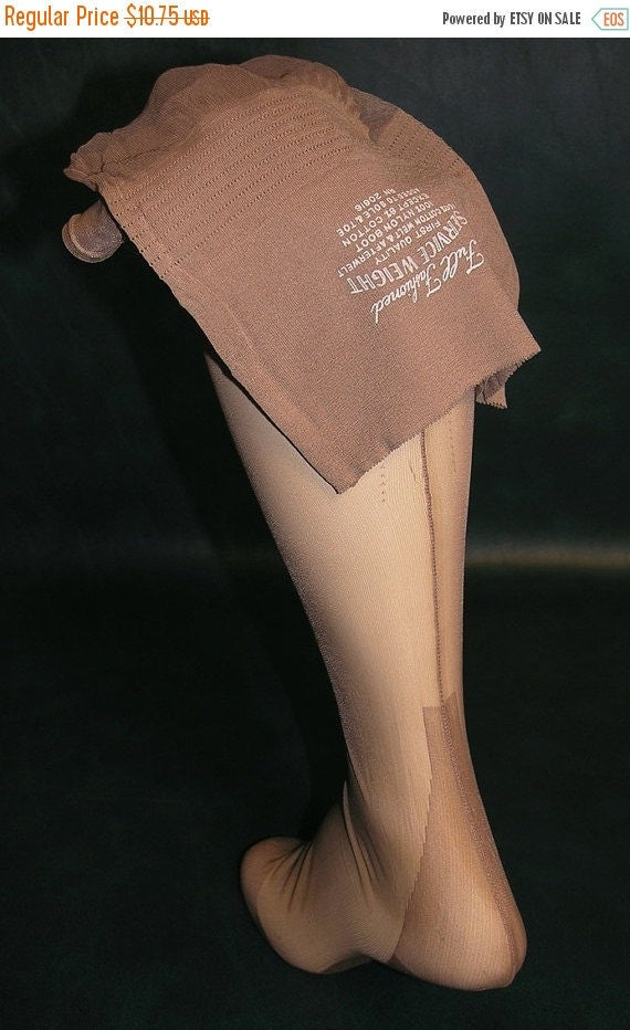 "30% OFF 1 pair VTG OUTSIZE full fashioned seamed nylon stockings 10 X 31 1/2"" Beige"