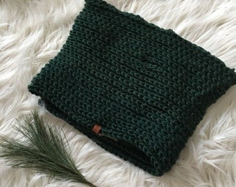 Ready to ship // Extra large green infinity scarf, large scarf, big scarf, textured scarf, knitted scarf, double loop infinity scarf