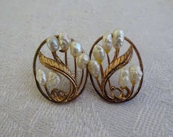 Vintage Art Nouveau Pearl and Gold Earrings, Posts, 1930's, Fresh Water Pearls, Floral, Lily