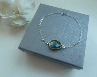 Sterling silver delicate chain bracelet with labradorite