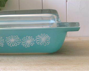 1950s JAJ Pyrex  Space Saver- Aqua  with White Daisy's - Chrome stand and Lid