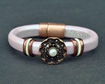 Leather Bracelet - Bracelet - Pink Bracelet -Europe Leather - Regaliz Bracelet - Pearl Bracelet