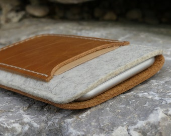 MIXED iPhone 7 leather case with or without cardslot, iPhone 7 Plus wool felt bag, iPhone 7 sleeve