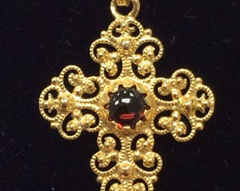 STUNNING Vintage 18K Yellow Gold Filagree Garnet Cross