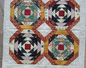 Small Quilted Pineapple Log Cabin Block Wall Hangin/Table Topper