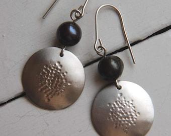 Black Pearl Earrings Hammered Silver Earrings Silver Drop Earrings 925 Silver Earrings Black Pearl Jewelry