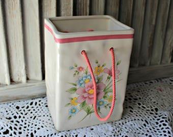 Vintage. Ceramic floral vase.