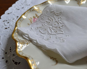 Set of 12 unused Madeira embroidered Irish Linen dinner napkins