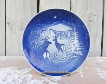Blue and White Christmas 1980 Decorative Plate, Christmas in the Woods, Deer at a Feeder, Scandinavian Christmas Decor,  Jul i Skoven