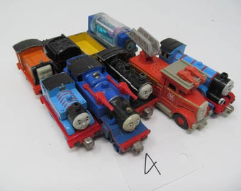 Thomas The Tank Engine Magnetic Train Car Lot of 9
