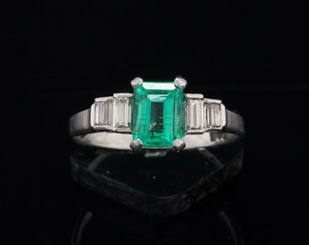 Art Deco natural emerald and diamond and platinum five stone solitaire chic ring