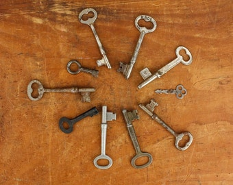 10 Vintage Skeleton Keys  Item521b