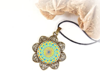 Gift idea for a birthday or expectant mothers: necklace with blue and red mandala for get inner calm and energy.