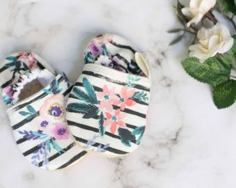 Floral Baby Girl Shoes, Baby Shoes, Baby Girl Moccasins, Baby Girl Shoes, Pink Booties, Baby Booties, White Baby Shoes, floral booties,