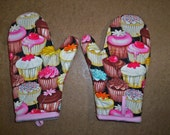 Child size or Junior size oven mitts pair, Cupcakes too