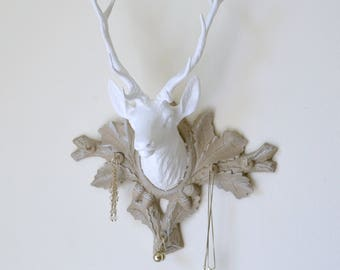 Door-jewelry trophy, white deer head, Mole support