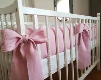 Crib bumper with snow white ruffle and pink bows /// Crib bedding, Nursery bedding, Cot bedding