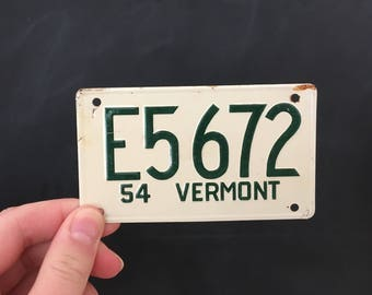 Vermont Wheaties Bicycle License Plate - Bike Tag Promotional Small Mini Car Tag - 1954 General Mills Reward - Green White VT Collectible