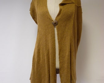 Winter sale. Casual old gold coloured vest, L size. Handmade retro style.