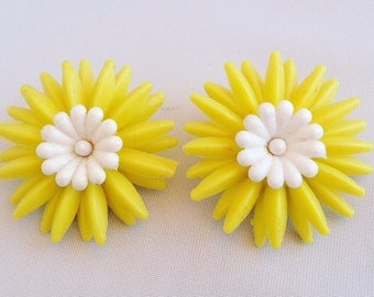 1960s Mod Plastic Yellow and White Daisy Clip Earrings