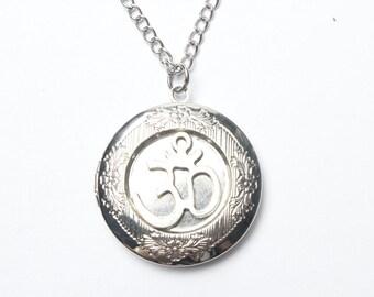 Om Locket,yoga Locket, Silver Locket,gift for Mom, Wife, Sister, Daughter, Graduation