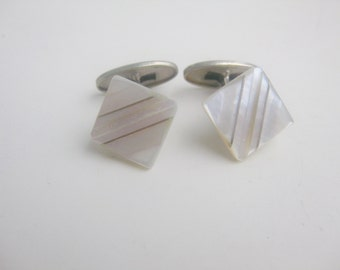 old, Petite mother of Pearl cufflinks 30/40 J.