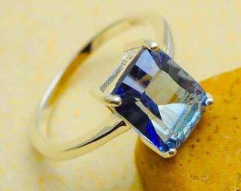 Lovely Blue Topaz in %100 925 Sterling Silver Ring Sz 7