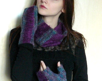 SET Knitted scarf and gloves Warm winter infinity scarf and fingerless hand Neck warmer Hand warmers Cowl neck Mittens Womens gifts Purple