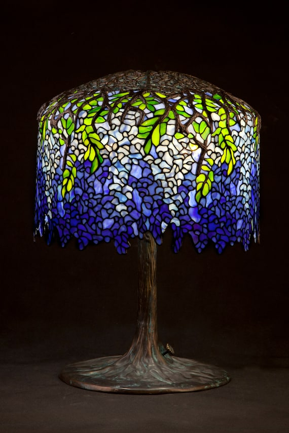 Tiffany Wisteria. Stained glass lamp. Vintage light. Big table lamp. Desk lampshade. Bedside lamp. Classic lightning.