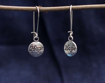 "Earring with hope lettering ""Hope"""
