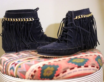 Freedom Fringe Boots: Blue Suede Shoes Native Hippie Fringe Ankle Boots - Size 8
