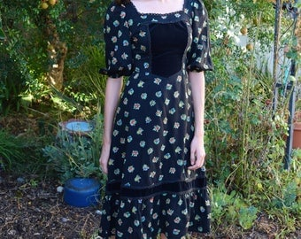Vintage 1970s Black Floral Prairie Country Girl Velvet Cotton Day Dress XS-S