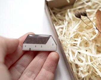 little house brooch / design 1