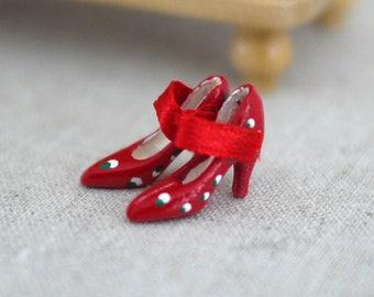 Dollhouse miniature shoe, Miniature high heels, Miniature fashion, Dollhouse shoe, Dollhouse high heels, Dollhouse Miniature fashion