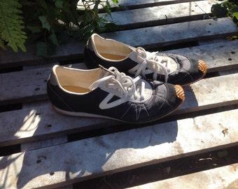 Vintage retro TRETORN navy white tennis shoes womens size 11