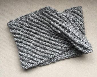 Petite Cowl Scarf / The SOCHEO / Diagonal Ribbed, Grey, Modern, Cozy, Crochet, Handmade