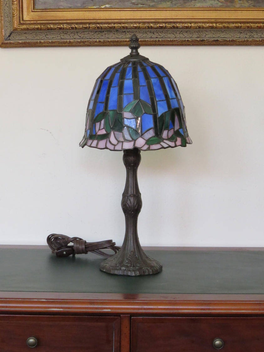 tiffany style stain glass shade table desk lamp colbalt blue. Black Bedroom Furniture Sets. Home Design Ideas