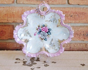 Japanese 1950s lusterware porcelain leaf-shaped serving / fruit bowl kitsch design, frilled pink edge, floral detail