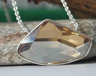 Vintage Designer Sterling Silver Champagne Coloured Stone Faceted Shell Pendant Necklace