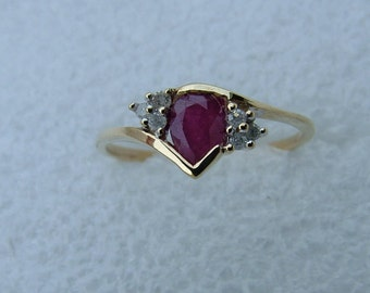On sale Ruby gold and diamond ring