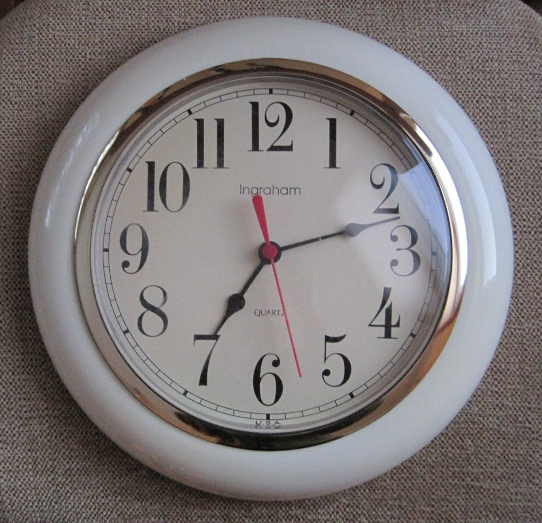 Ingraham Wall Clock Quartz Off White Gold Rim Uses Aa