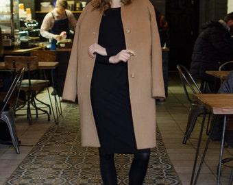 Minimalist camel coat / spring coat / camel coat